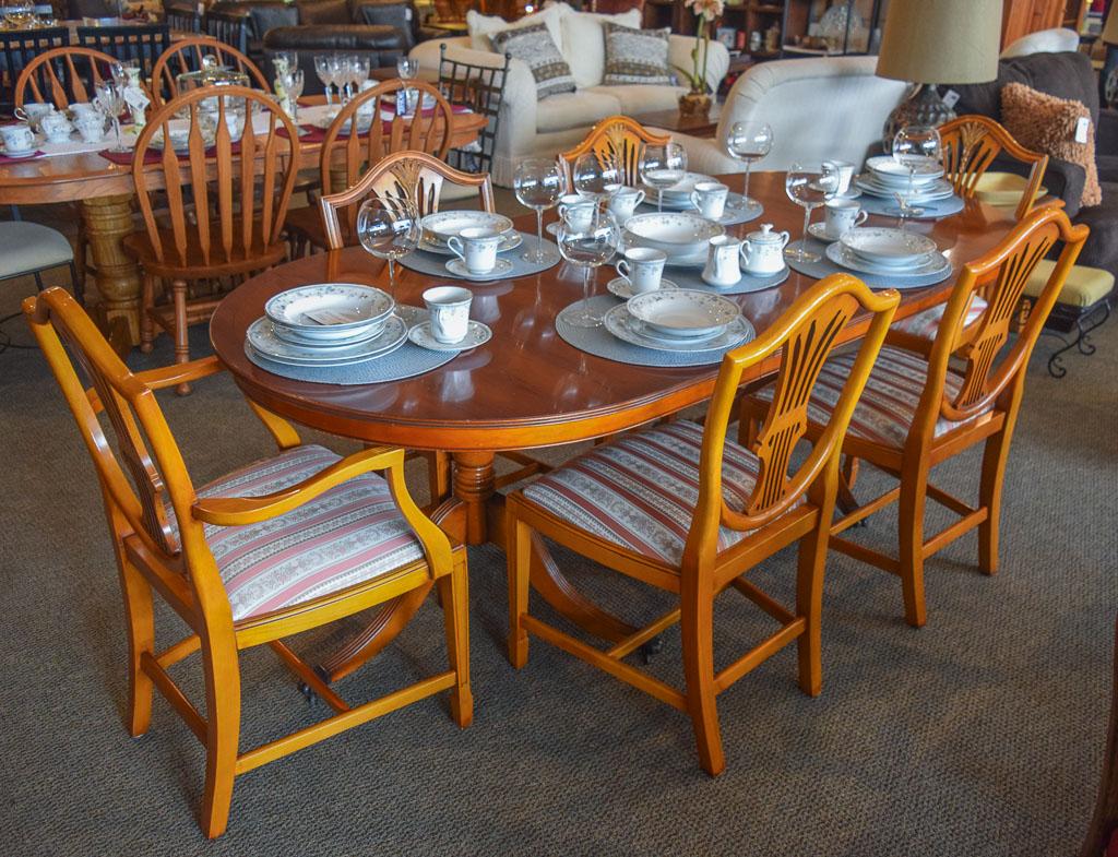 Bradley Yew 7 Pc Dining Set