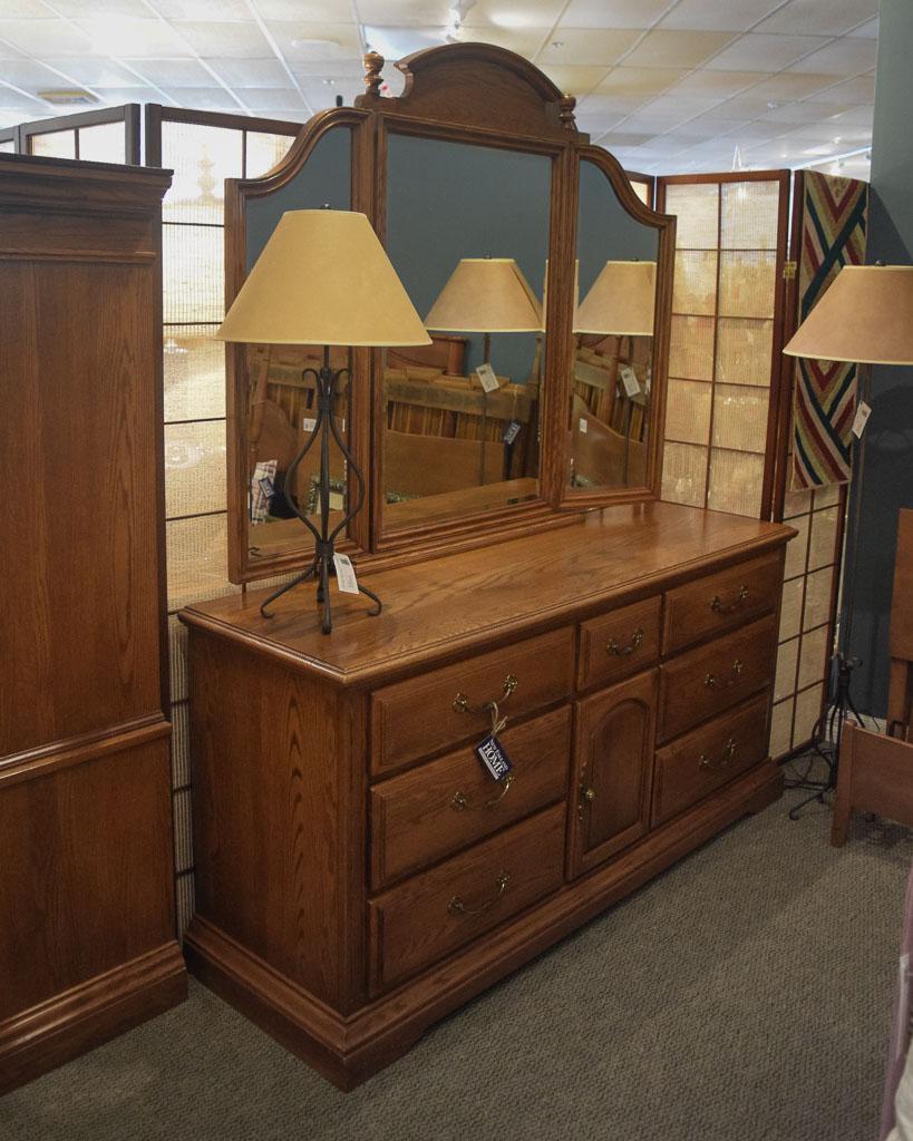 Merveilleux Temple Stuart Oak Dresser